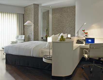 5 stars hotels in Madrid. Hilton Madrid airport Hotel