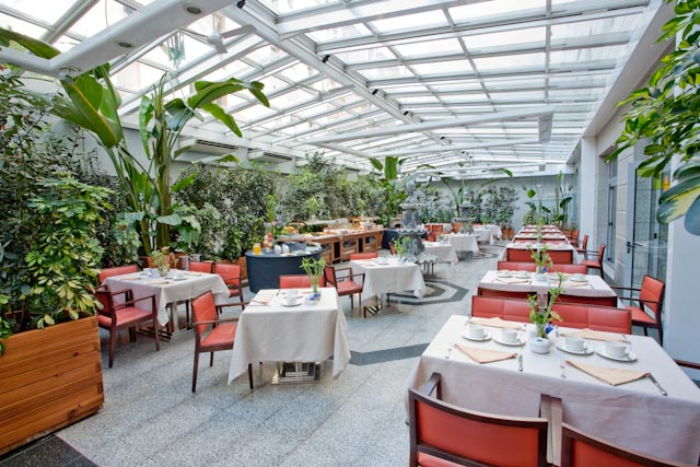 Hotels in madrid spain the jard n metropolitano hotel for Restaurant o jardin