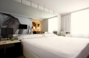 hotels-in-center-of-madrid-room-mate-oscar-7