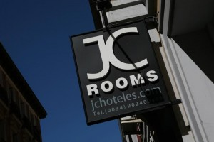 Hotels for groups in Madrid city center. JC Rooms Santa Ana.
