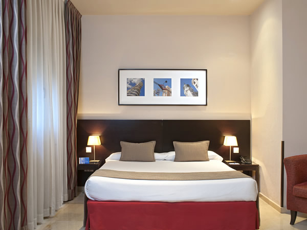 Hotels in the Heart of Madrid. Hotel Exe Suites 33.